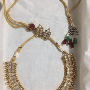 Traditional Golden kundan Necklace Set With Fashionable Earrings in Pearls For Women
