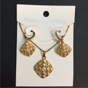 Traditional Indian Gold Necklace Set With Fashionable Earring in White Zircon